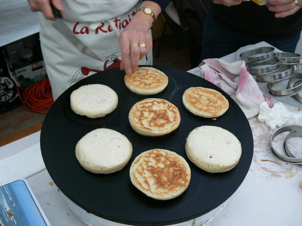 Crumpets fabriqués lors de l'édition 2014 de Billig, la fête des crêpes du monde à Quimper